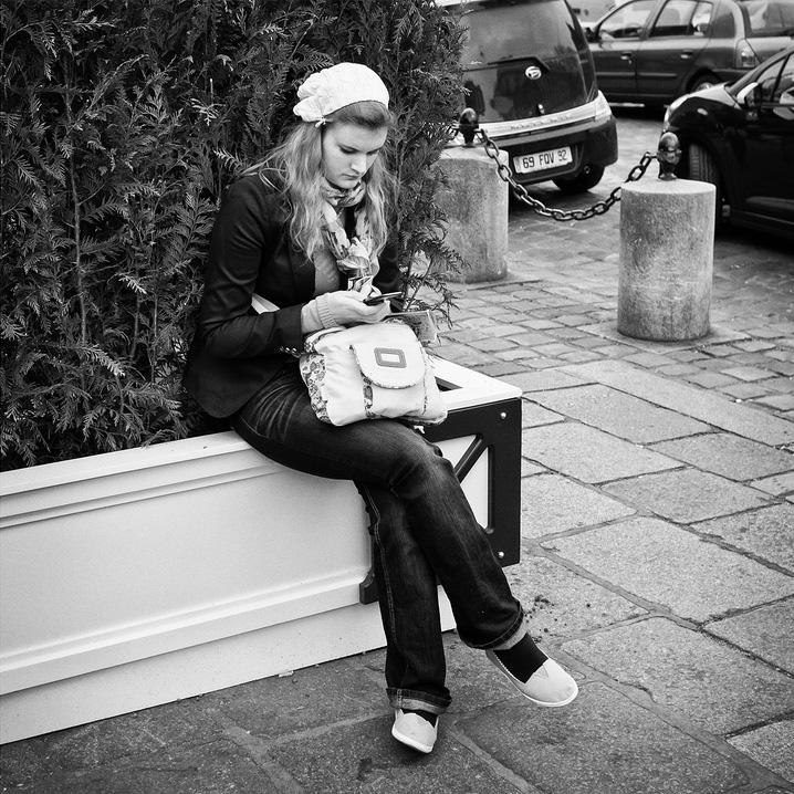 iPhone & bonnet blanc