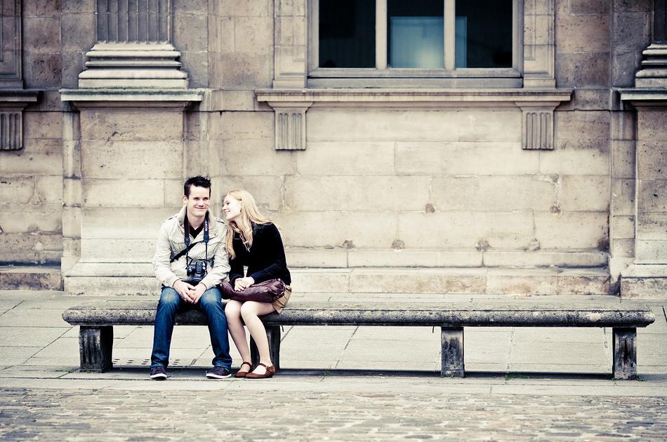 Amoureux sur un banc public