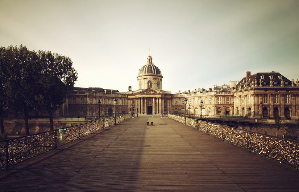 L'institut de France dans le prolongement du pont des arts