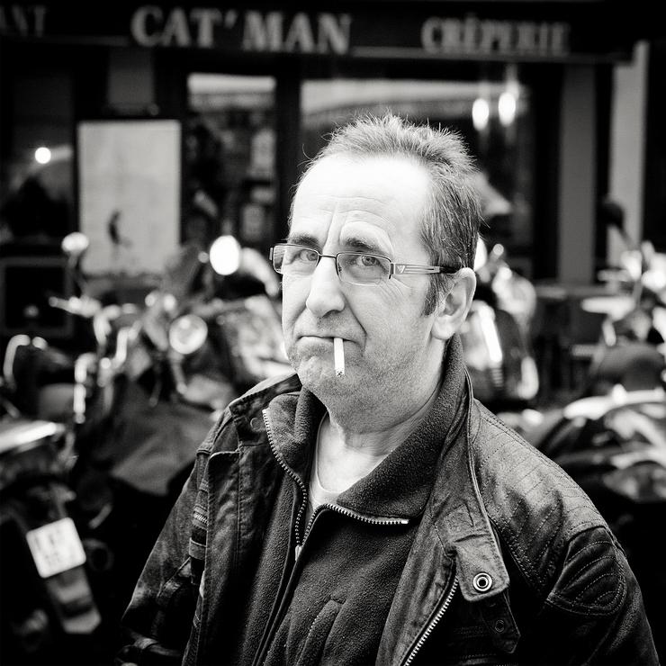 Cet homme n'est pas un biker mais un photographe
