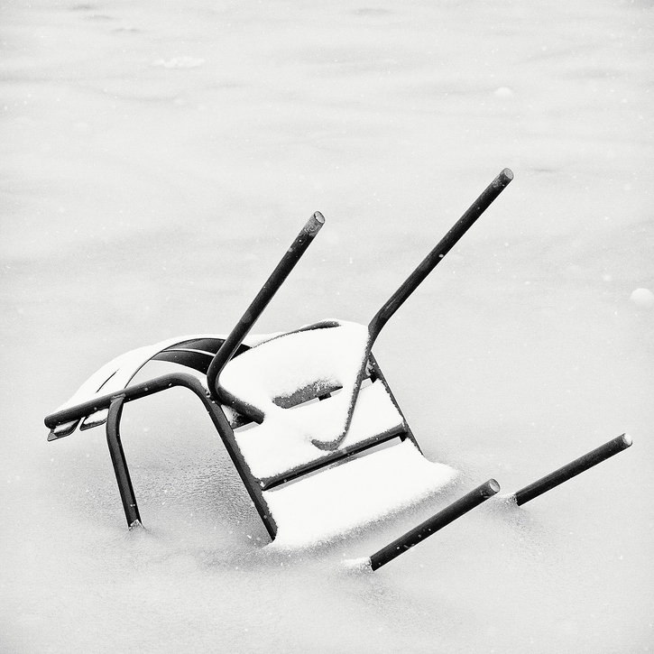 La chaise emprisonnée
