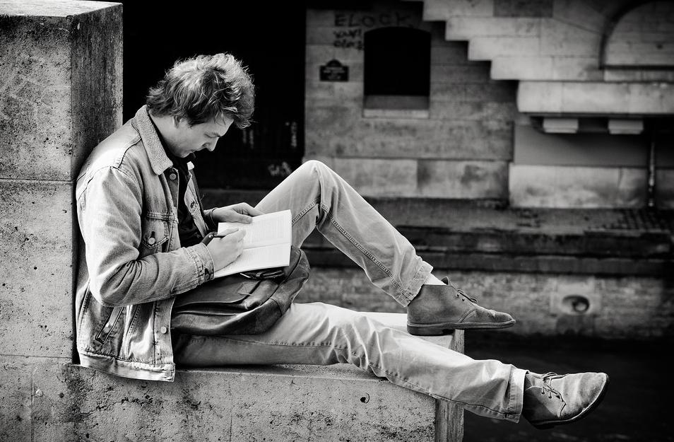 Lecture en bord de Seine