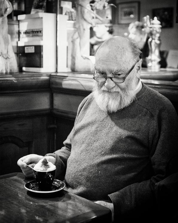 Pause gourmande pour le vieux sage