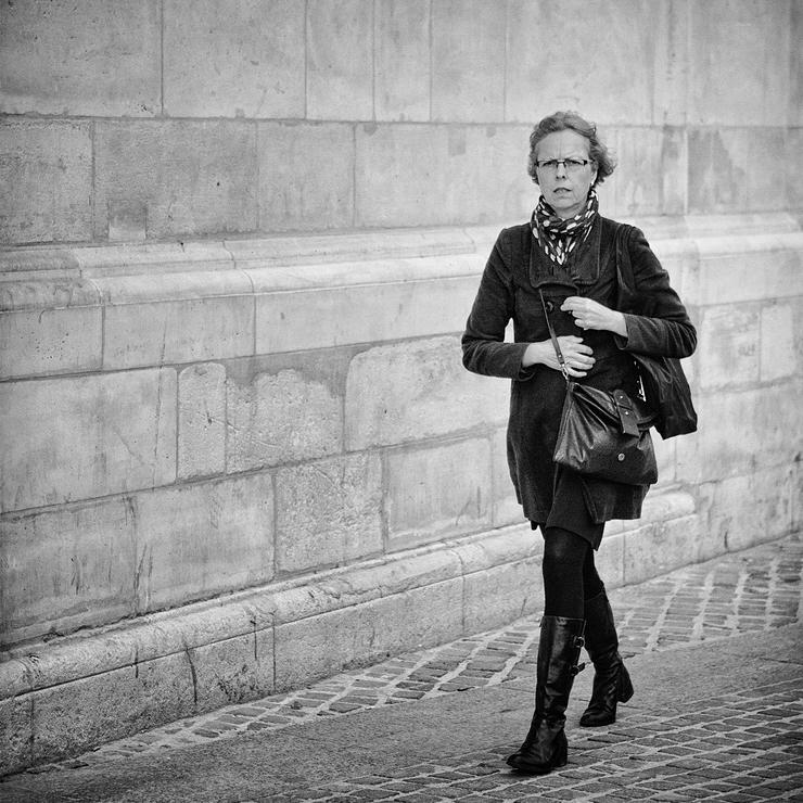 Parisienne pressée par le temps