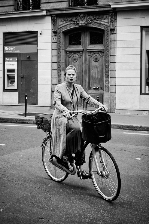 La parisienne n'est pas souriante