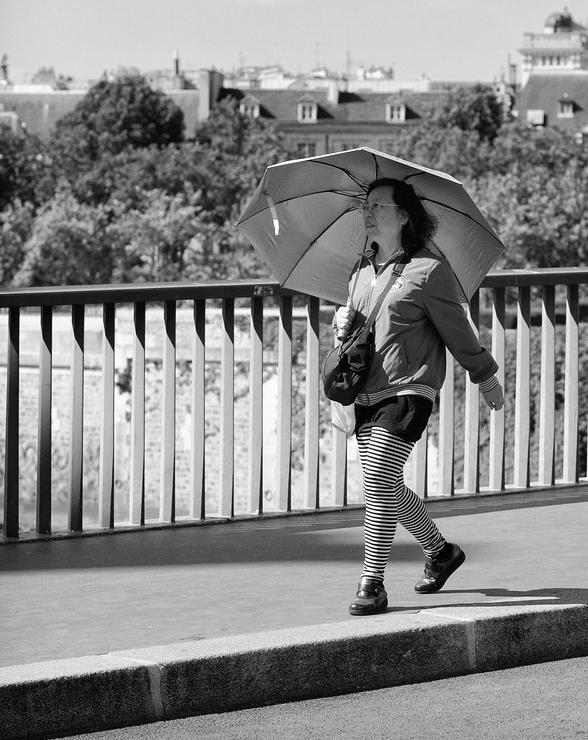 Rayures et ombrelle protègent du soleil
