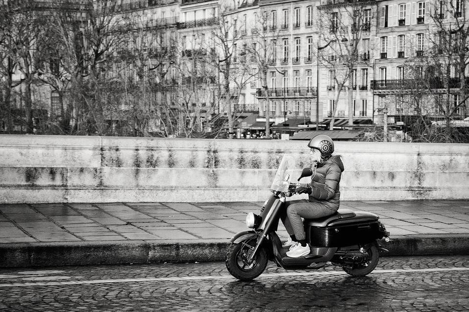 En scooter sur le pont-neuf
