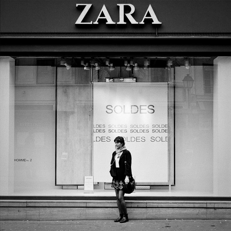 Devant Zara