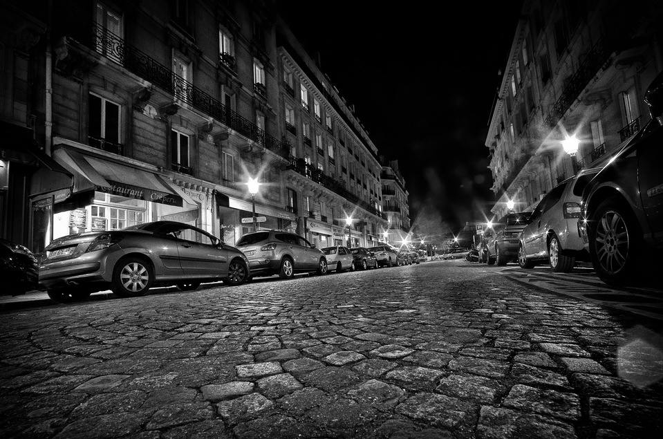 Paris désert la nuit