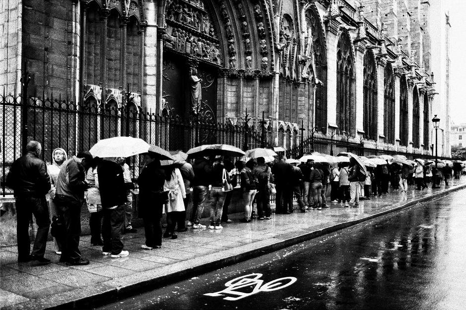 Attendre sous la pluie