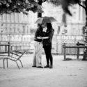Amoureux sous un parapluie