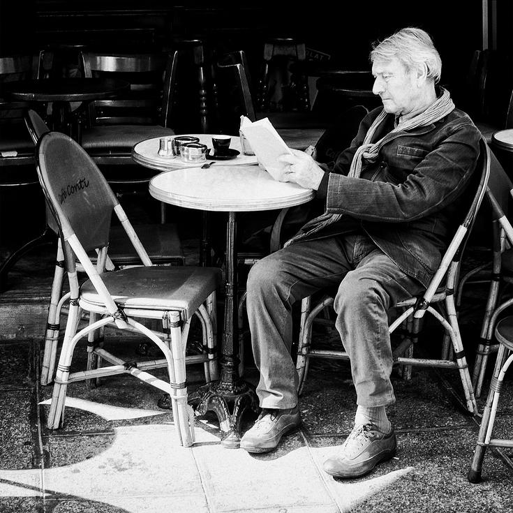 Café serré et saine lecture
