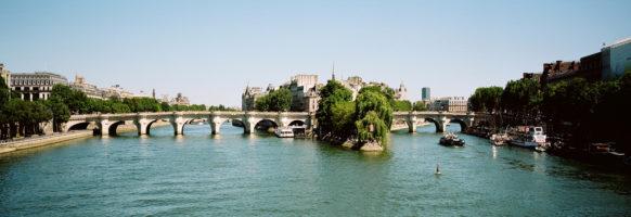 Le pont neuf en été