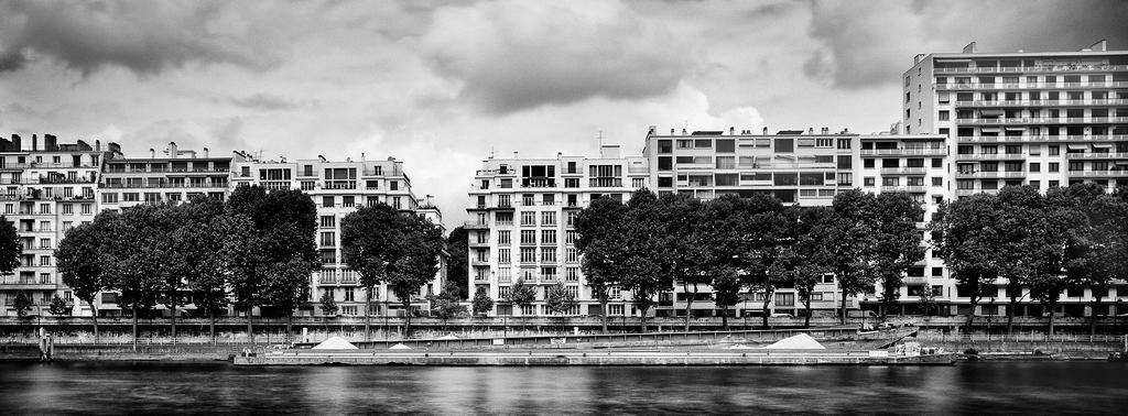 La barge de sable en bord de Seine