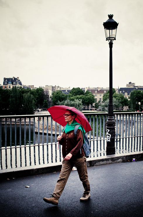 Le parapluie rouge