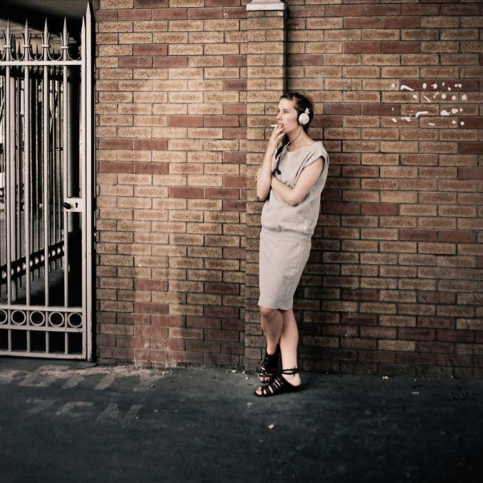 La jeune fille à la cigarette