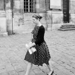 La robe à pois blanc