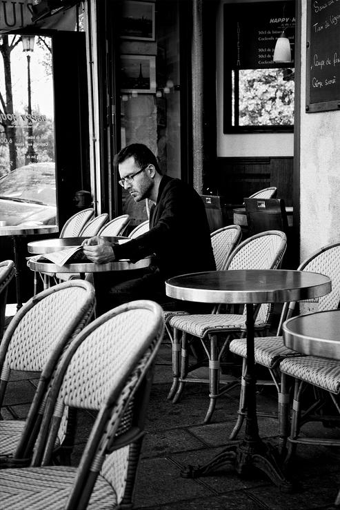 L'homme moderne lit son journal