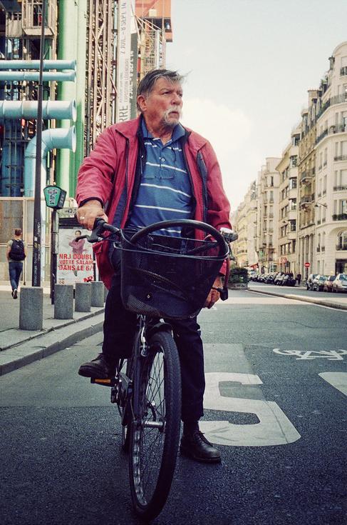 M. Marcel & son vélo