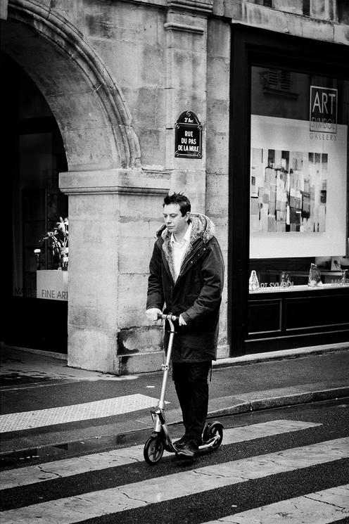 Le patineur de la rue du pas de la mule