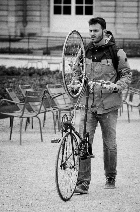 Tenir son vélo à la verticale