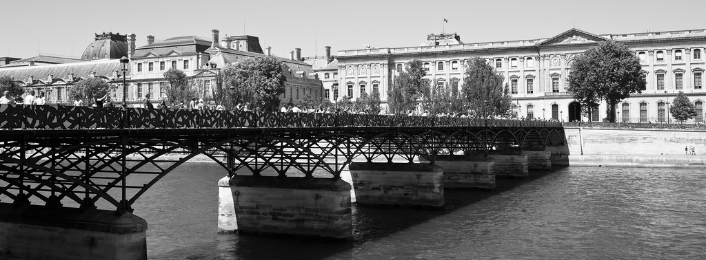 Le pont des arts en version street art