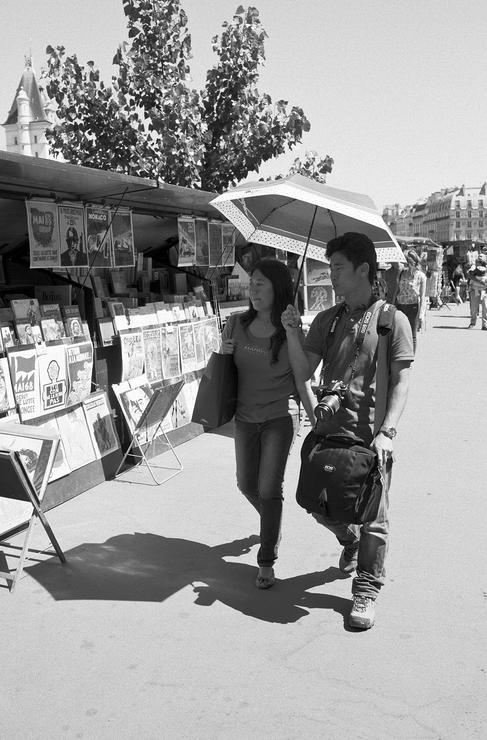 En couple sous l'ombrelle