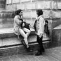 Les étudiantes fumant place Saint-Michel