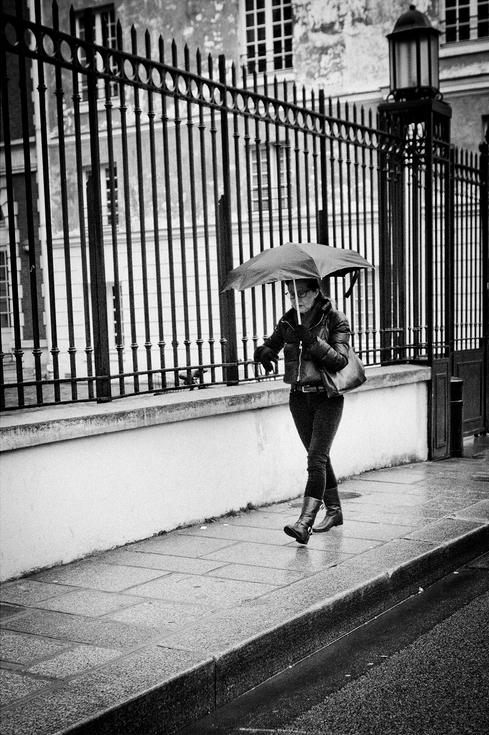 La pluie tombe sur Mme Wheeler