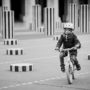 Vélo cross avec casque de protection