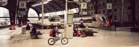 En vélo dans la gare