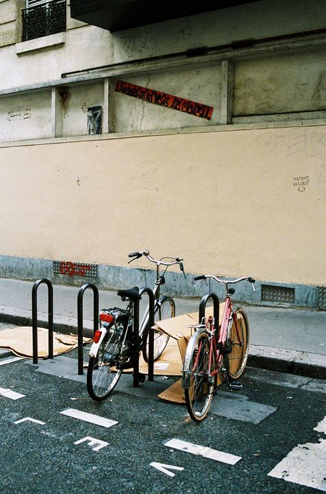 Deux vélos et des cartons