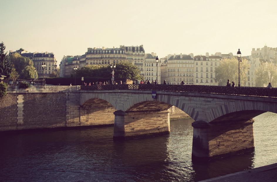 Le pont de la Tournelle baigne dans le soleil