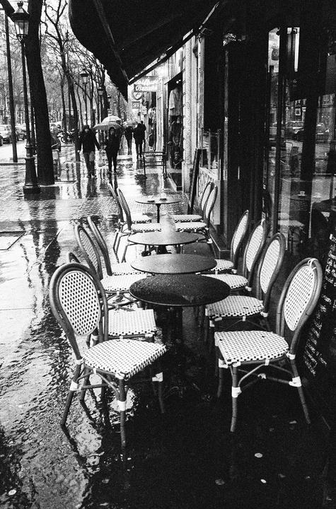 Terrasse sous la pluie