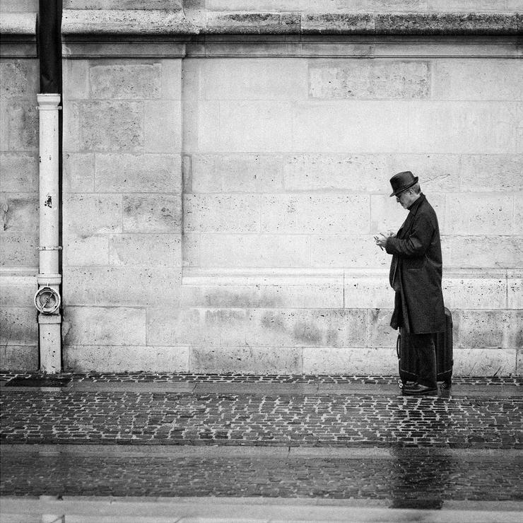 L'homme au chapeau sous la pluie