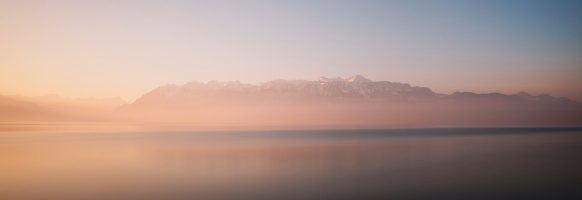 Au petit matin, les Alpes sont majestueuses