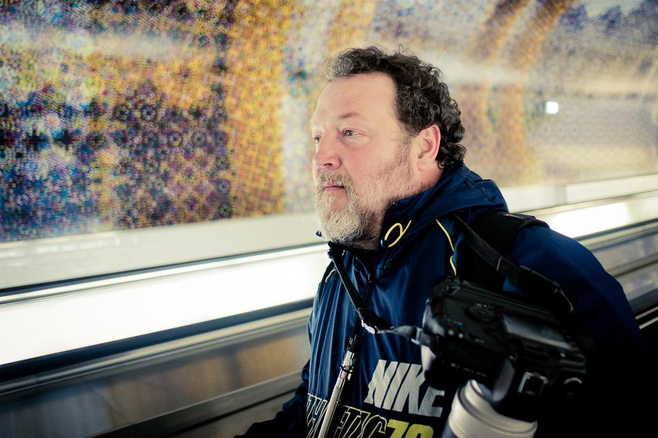 Marc Lepage dans le métro en repérage