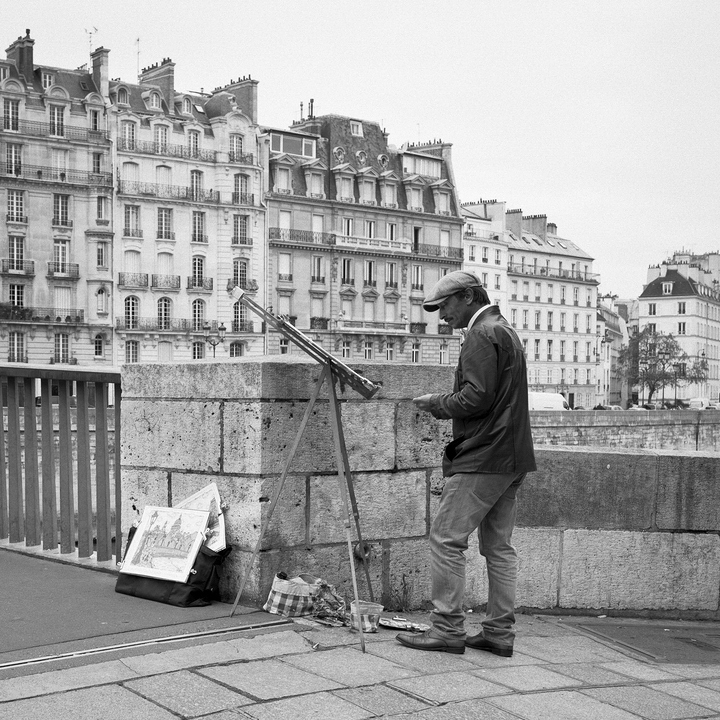 Le peintre prend la pose