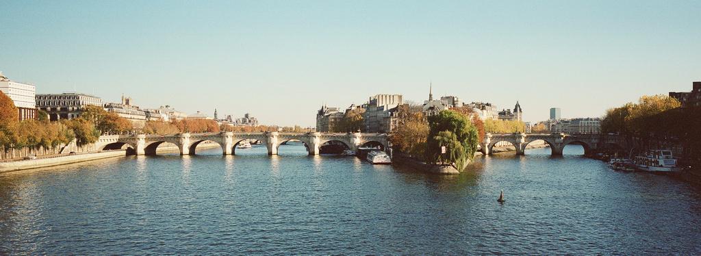 Le pont neuf sous le soleil