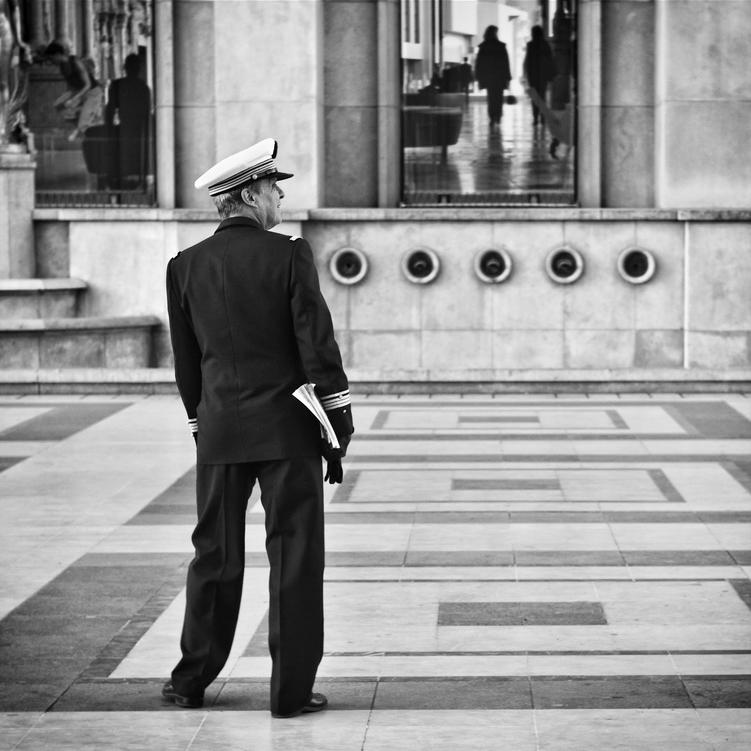Le marin visite Paris