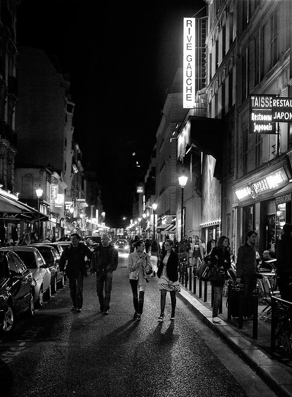 Rue de la Gaité, la nuit