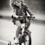 La petite fille au tricycle