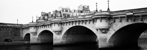 Au pied du Pont-Neuf