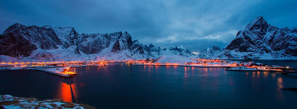 The night falls on Sakrisøy