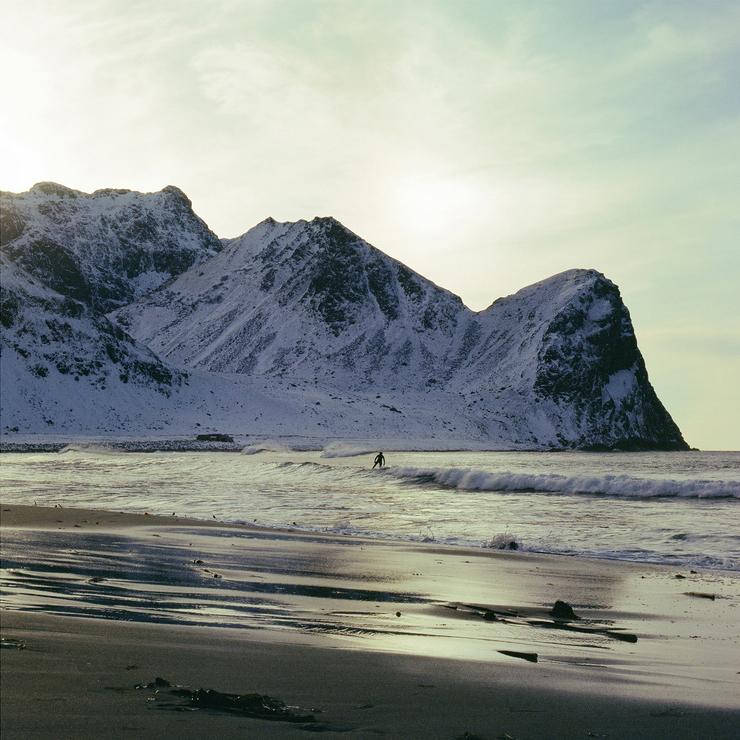 Le surfeur / Unstad Beach / Lofoten / Norvège