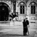 Un baiser place de l'Hôtel-de-Ville