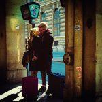 Un baiser sous les arcades