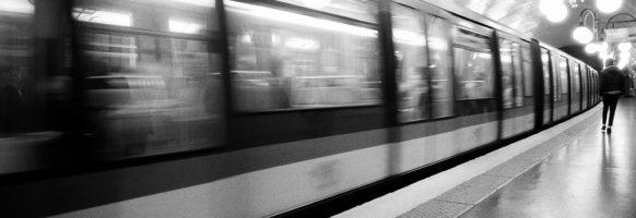 Dans le métro parisien