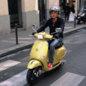 Le scooter jaune