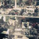Sur les étagères des vieux photographes